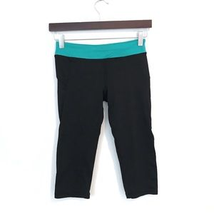 Forever 21 Cropped Black Teal Athletic Leggings XS